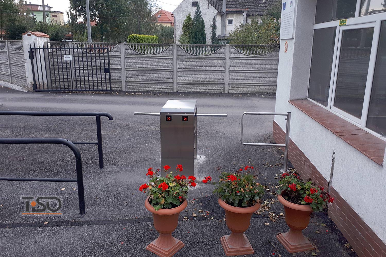 Twix Twin, Masfrost, Polonia