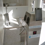 Sistema automático de desinfección de manos y Twix-M, hospital Horovice, República Checa